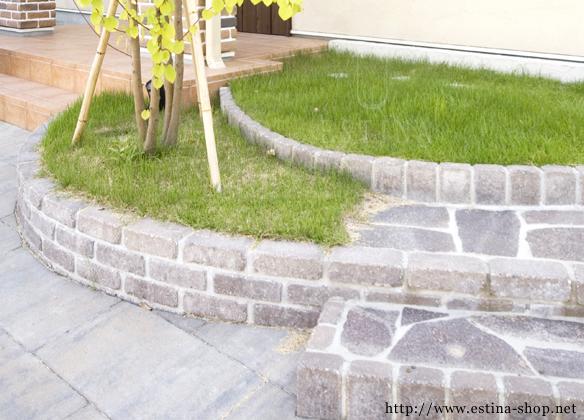お庭へと続く乱形石の階段