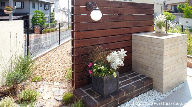 植栽やガーデンシンクが引き立つプライベートガーデン