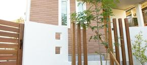 木材が印象的なモダンガーデンエクステリア