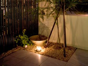 水やりなどに便利な雰囲気ある立水栓