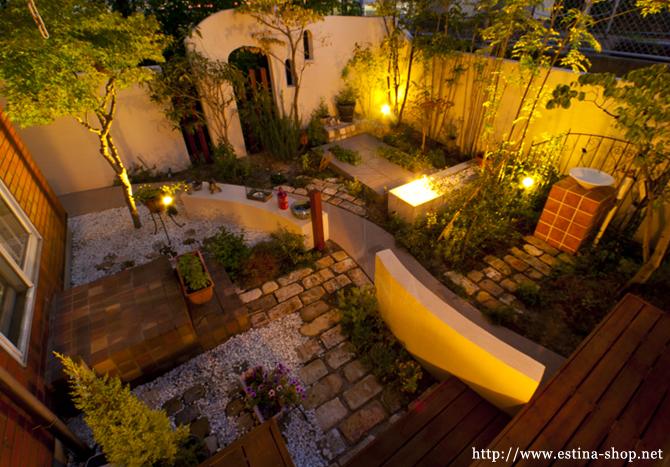 仕事から帰って、少しの時間をお庭で過ごす為にお庭をライトアップ