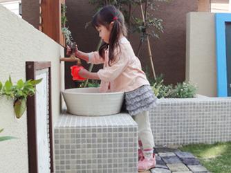 お子様が使いやすい高さの水栓