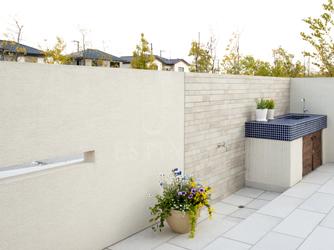 プライベートな空間のお庭は自分らしさを飾る空間
