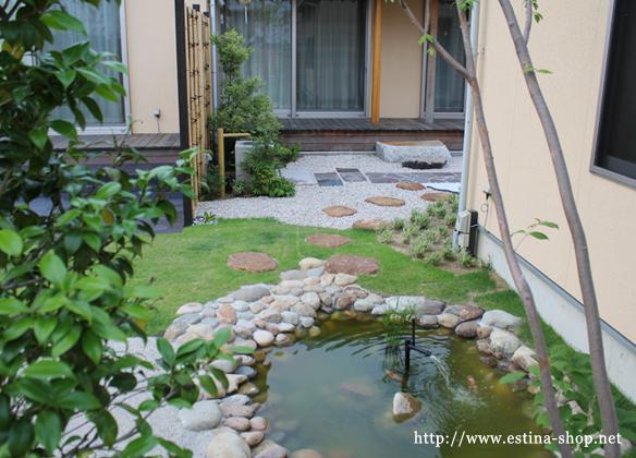 割栗石で囲んだ池は、まさに和ならでは。