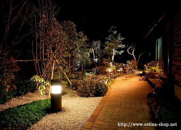低めのライトで、夜でも道筋をほどよく照らし出してくれます。