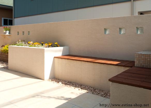ウッド材でつくった座面のオリジナルベンチ