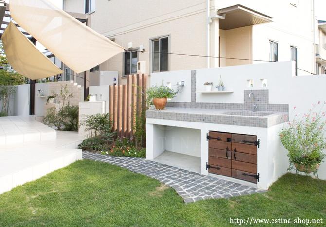オーダーメイドのアンティーク風ガーデンキッチン