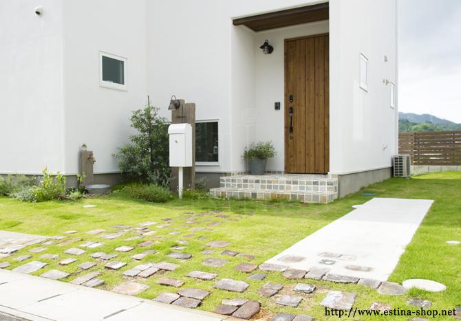 建物と調和したナチュラルなお庭