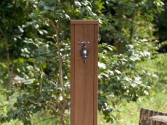 ウッドで作られたシンプルな立水栓