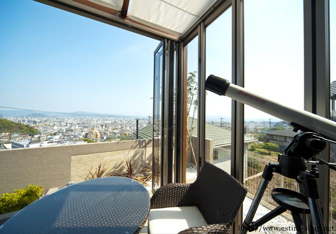 ガーデンルームはゆったりと景色を楽しめる空間