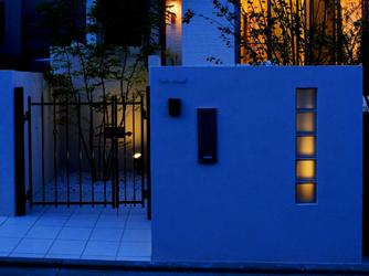 夜は、訪れる方を楽しませてくれる照明の演出