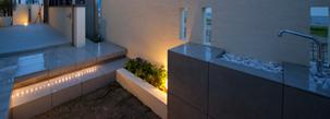 ガーデンルームのあるシンプルモダンなガーデンエクステリア